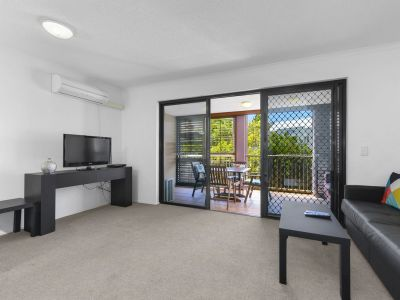 Immerse yourself into the Spring Hill Lifestyle! FULLY FURNISHED ONE BEDROOM APARTMENT- SHORT LEASES AVAILABLE