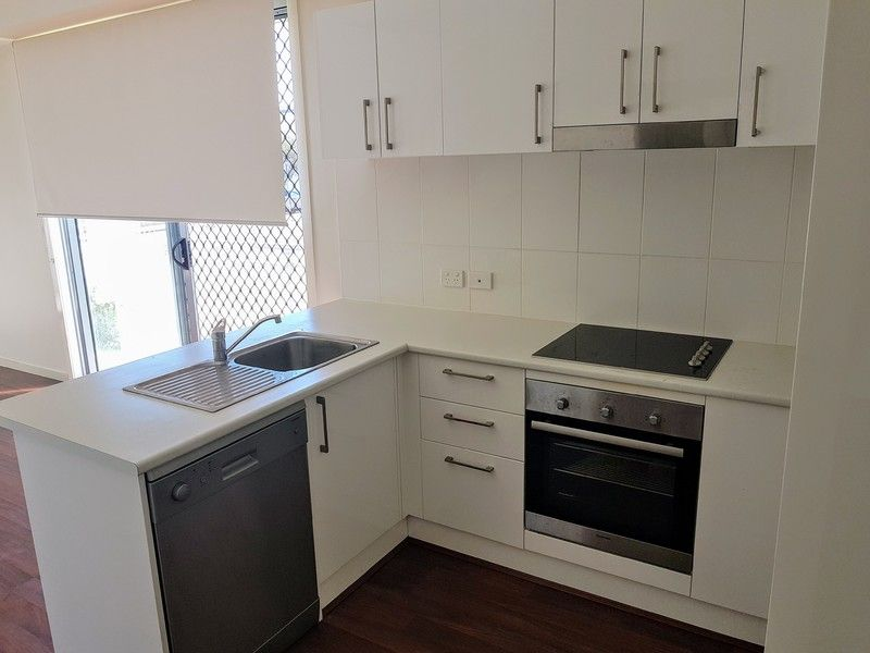 1BED plus STUDY with LOCK UP GARAGE - PET FRIENDLY TOWNHOUSE - Avail NOW