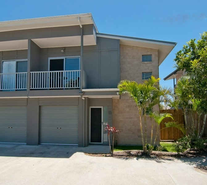 Large 4 Bedroom Town House In Secure Gated Complex Plus Furniture Package