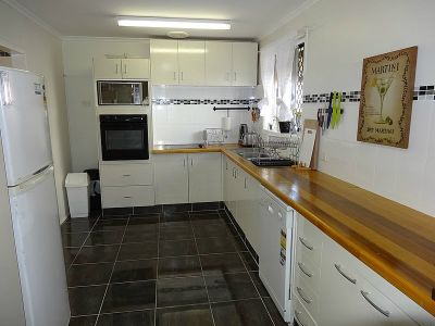 THREE BEDROOM HOME 100M FROM THE MAIN RIVER