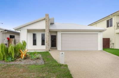 Fresh & Breezy Living with Lake Frontage Views!