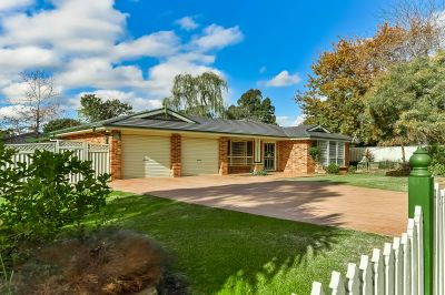 Top Quality Family Living on 978m2