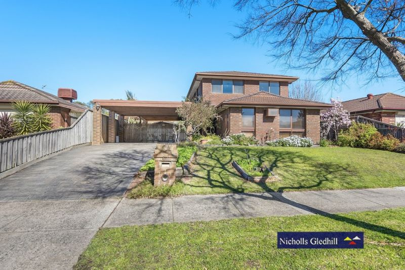 TWO  STOREY -PLENTY OF  ROOM FOR THE FAMILY WITH TWO LIVING AREAS!!!!!!!