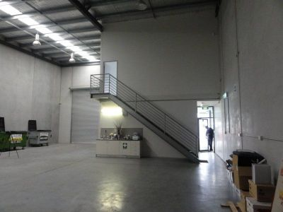 271sqm - Clean and modern Warehouse (VIDEO ATTACHED)