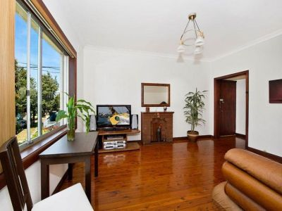 Spacious 2 bedroom + study (3rd bedroom) light filled art deco apartment.
