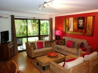 Fully furnished central unit with large courtyard