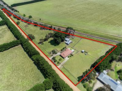 Superbly positioned country holding 1.51 ha (3.73 acres) approx.