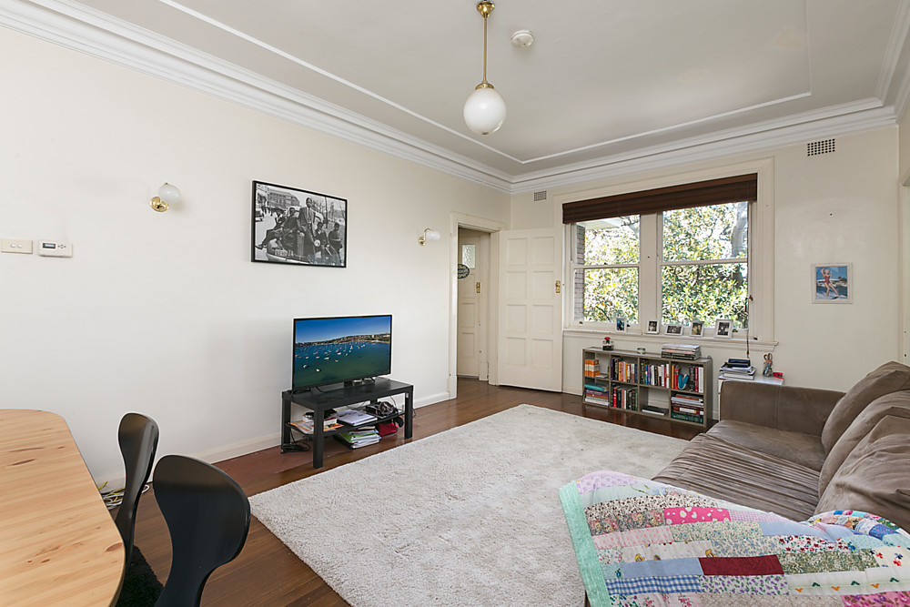 TOP FLOOR 2 BEDROOM ART DECO APARTMENT OPPOSITE EDGECLIFF STATION & SHOPS