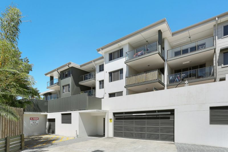PERFECTLY POSITIONED MODERN UNIT AVAILABLE NOW