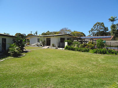 HOME ON MASSIVE 1161m2 BLOCK IN RUNAWAY BAY