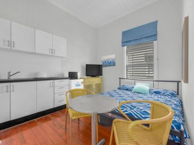 Furnished & Quality Studio  + A/C - Bills Included!