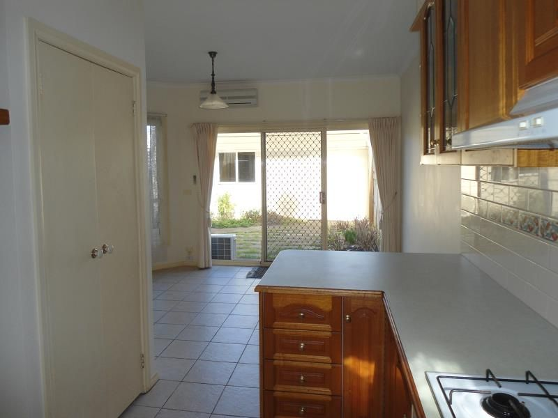 2/182 Verner Street East Geelong