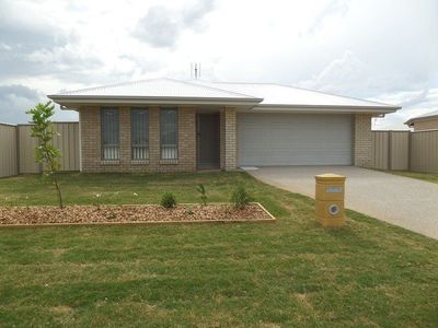 MODERN 4 BED FAMILY HOME WITH LARGE BACKYARD!! - $210PW!