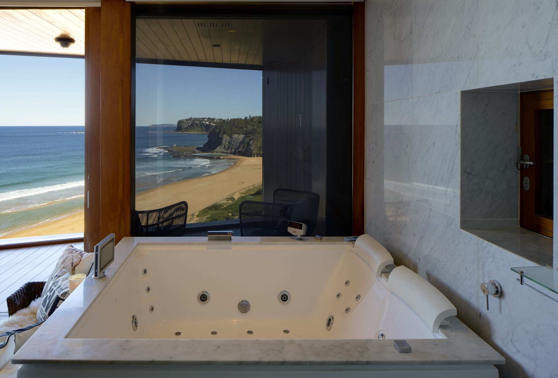 Additional photo for property listing at Dramatic contemporary masterpiece on Bilgola Beach   New South Wales,2107 Αυστραλια