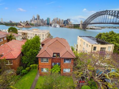 Top Floor Apartment in a Privileged Harbourfront Position