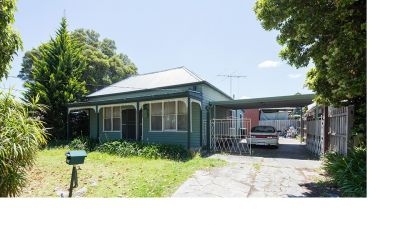 3 Bedroom Home- Close to COLES!