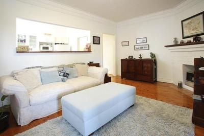 Charming 2 Bedroom Apartment in Prime Location