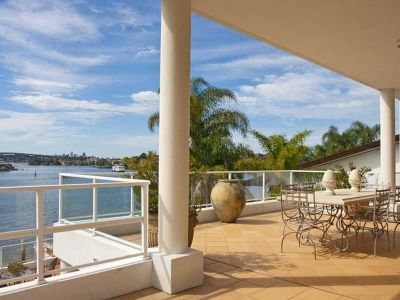 Whole-floor waterfront residence with exceptional facilities