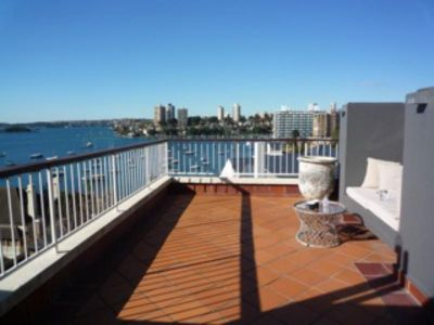 1066 Elizabeth Bay Views