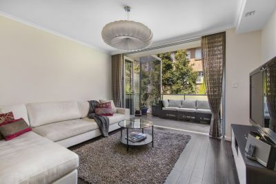 Furnished and Fully Renovated 2-Level Apartment Close to the Beach