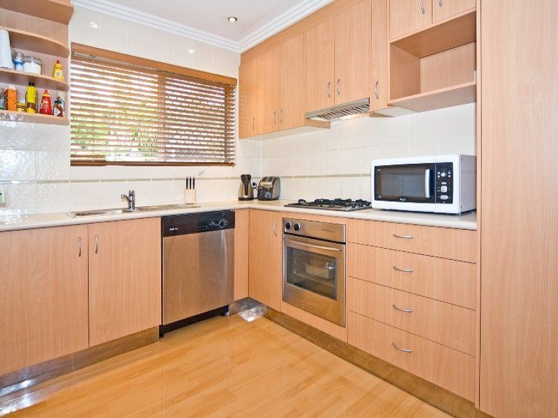Beautifully presented air-conditioned 2 bedroom unit in an ideal location