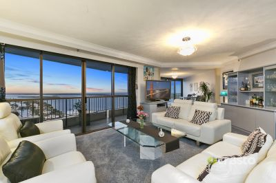 MAGNIFICENT LIVING + DOUBLE GARAGE + BERTH