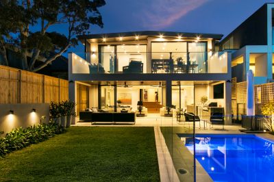 World-Class Family Entertainer With Panoramic Harbour Views