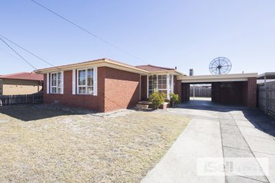 Lovely 3 bedroom home - freshly painted throughout!