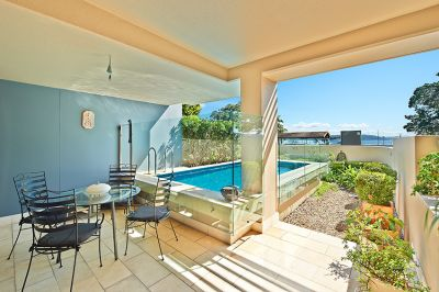 North-facing, luxury garden apartment (c530sqm) with harbour views, plunge pool & unexpected tranquillity