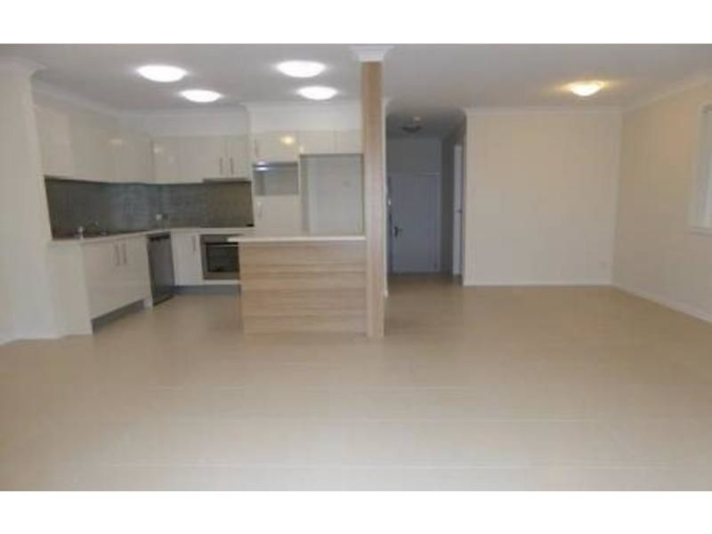 Modern Townhouse in tranquil bush settings - AVAIL END NOVEMBER