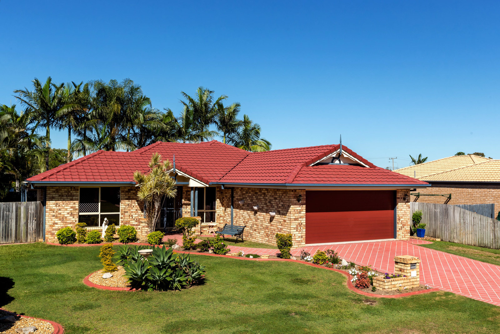 THE PERFECT FAMILY HAVEN – EXCLUSIVE LOCATION!!!!