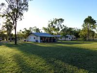 100 acres  -  FREEHOLD  -  MINUTES FROM CHARTERS TOWERS