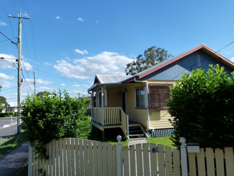 3 BEDROOM HOME WITH AIR CONDITIONING AND LARGE FULLY FENCED REAR YARD