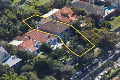 Freestanding Beachside Home offers Expansive Views + Enormous Potential to Renovate/Rebuild. Current DA for DLUG. Mins to Beach.Offers invited $3.2m+