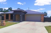 4 BEDROOM, 4 BATHROOM FURNISHED WITH 3 BAY SHED!