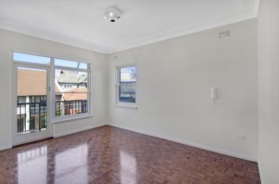 LOVELY 2 BEDROOM APARTMENT IN THE HEART OF BONDI JUNCTION