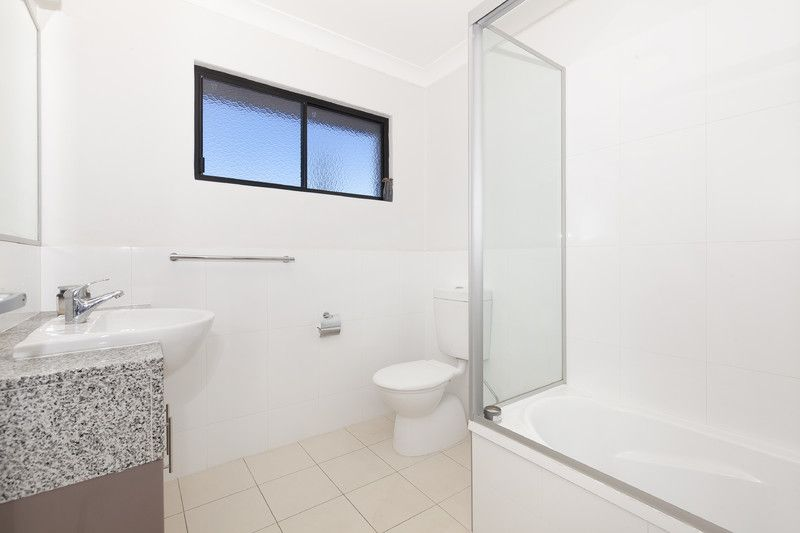 SPACIOUS TOWNHOUSE - EASY ACCESS TO THE CITY