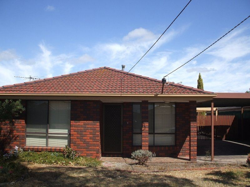 Excellent Location 3 Bedroom House and Water Views from the Backyard