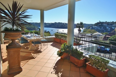 MOSMAN F/F HOME. STUNNING VIEWS 3BED + RUMPUS 3 BATH BUS AT DOOR. RARE OFFER.