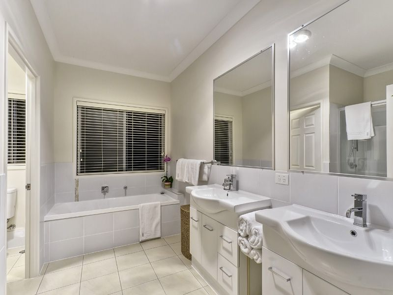 66 Lambert Road Indooroopilly 4068