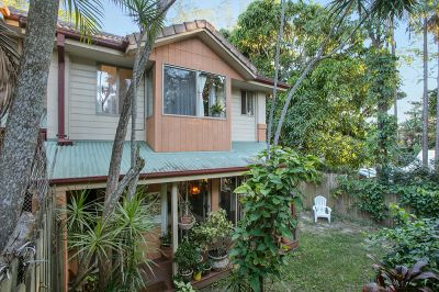 Spacious Townhouse In Prime Byron Bay Location