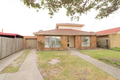 Beautiful 6 bedroom home in the heart of Springvale South!