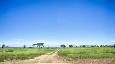 A MAGIC BLOCK OF LAND TO BUILD YOUR DREAM HOME UPON!!