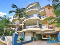 Giant XXL 3 bedroom apartment Immaculate, Just like new. 2 bathrooms. Balconies. Bright & Sunny