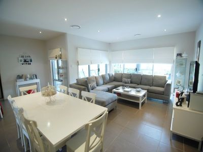 STYLISHLY APPOINTED WATERSIDE LIVING