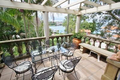 KIRRIBILLI 2BED TOWNHOUSE PREMIER LOCATION HARBOUR VIEWS SUPERB DECOR, PARKING.