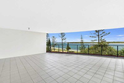 STUNNING APARTMENT WITH BROADWATER VIEWS