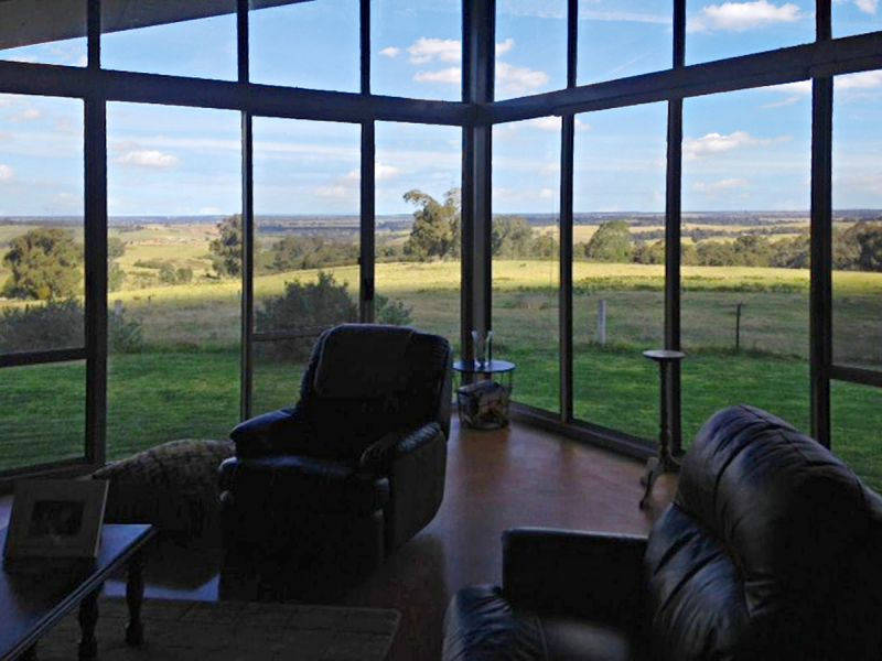 RURAL SETTING WITH BREATHTAKING VIEWS!