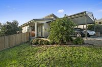 1 / 20 Old Warburton Road Seville, Vic