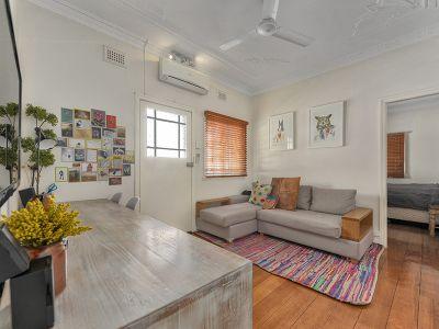 Affordable fully furnished Art Deco Gem!